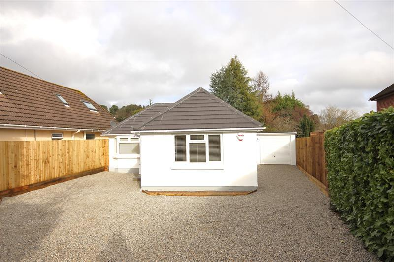 3 Bedrooms Detached Bungalow for sale in Abbotsbury Road, Broadstone