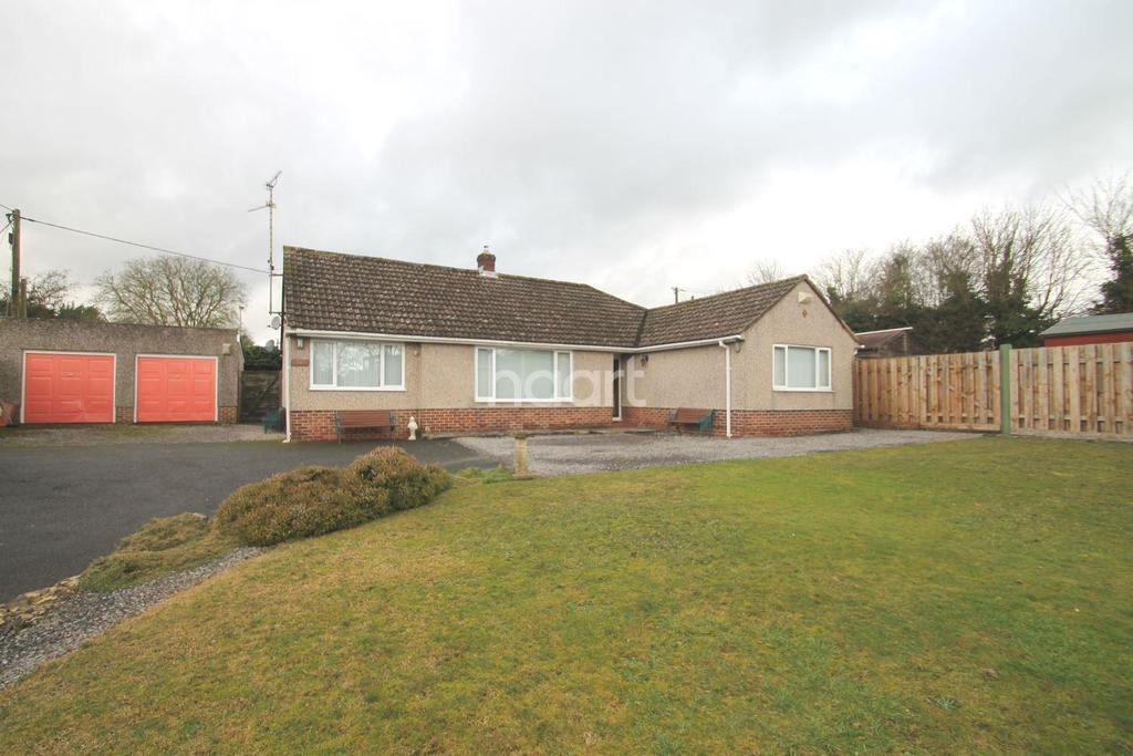 5 Bedrooms Bungalow for sale in Pavon Close, Purton, Wiltshire