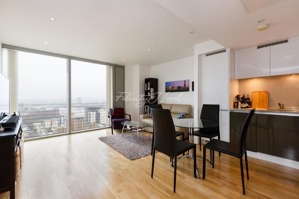 1 Bedroom Flat for sale in Landmark West, Canary Wharf, E14