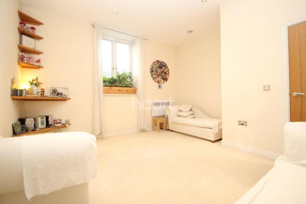 1 Bedroom Flat for sale in Quadrangle House, Stratford, London, E15