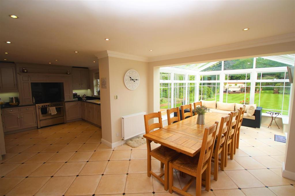 5 Bedrooms Detached House for sale in Longfield Road, Twyford, Reading
