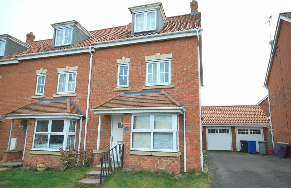 4 Bedrooms Semi Detached House for sale in Thistle Drive, Desborough