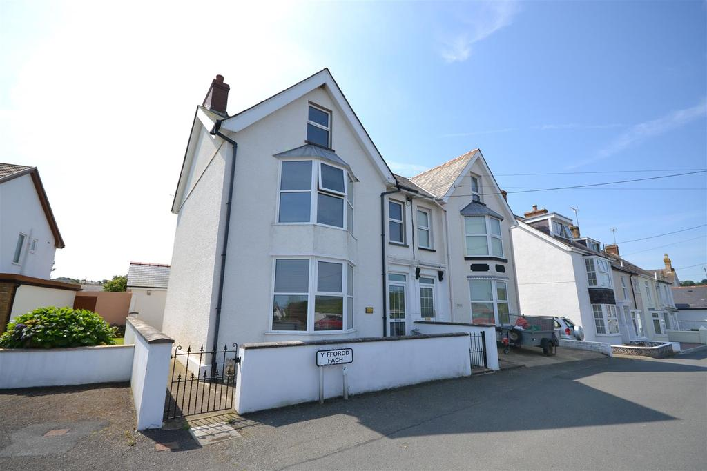 4 Bedrooms Semi Detached House for sale in Aberporth