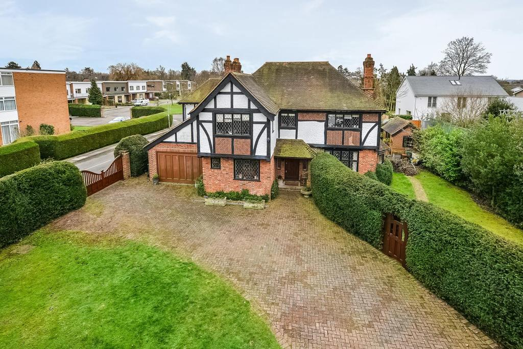 5 Bedrooms Detached House for sale in Hawthorne Road, Bromley, BR1