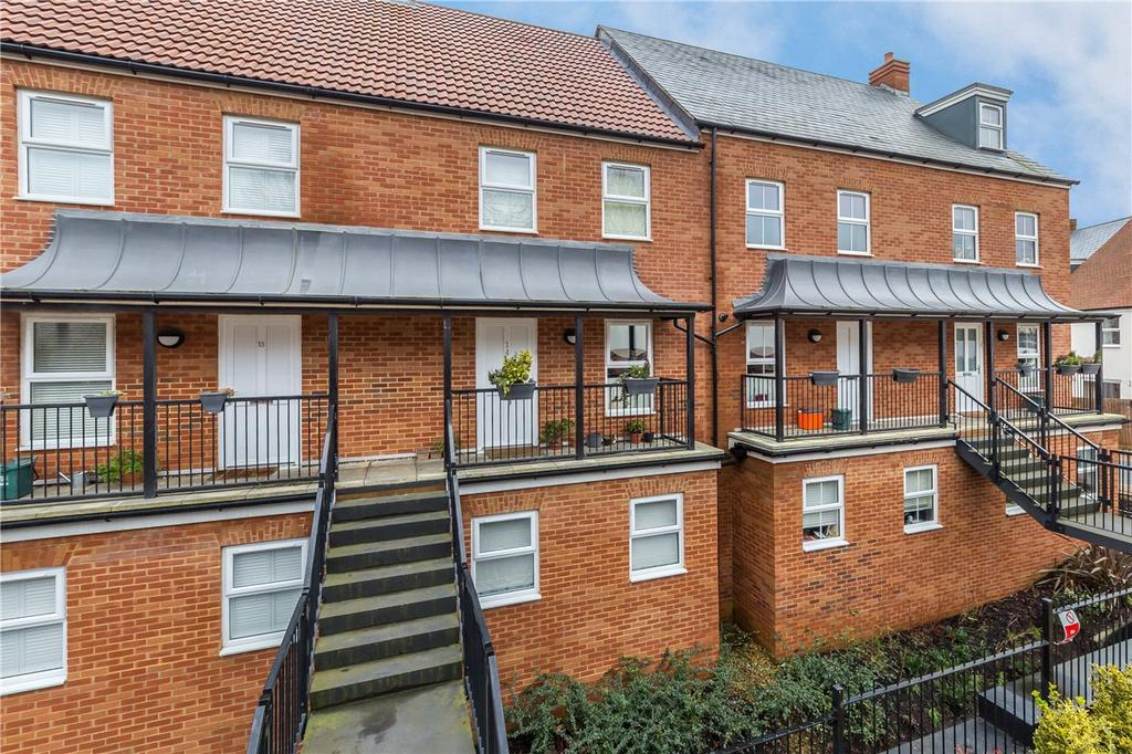 4 Bedrooms Terraced House for sale in Sharose Court, Hicks Road, Markyate, St. Albans