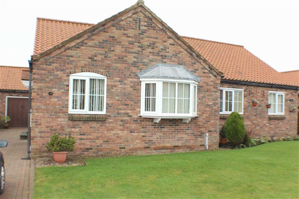 2 Bedrooms Semi Detached Bungalow for sale in Cloverley Road, Bridlington, East Yorkshire