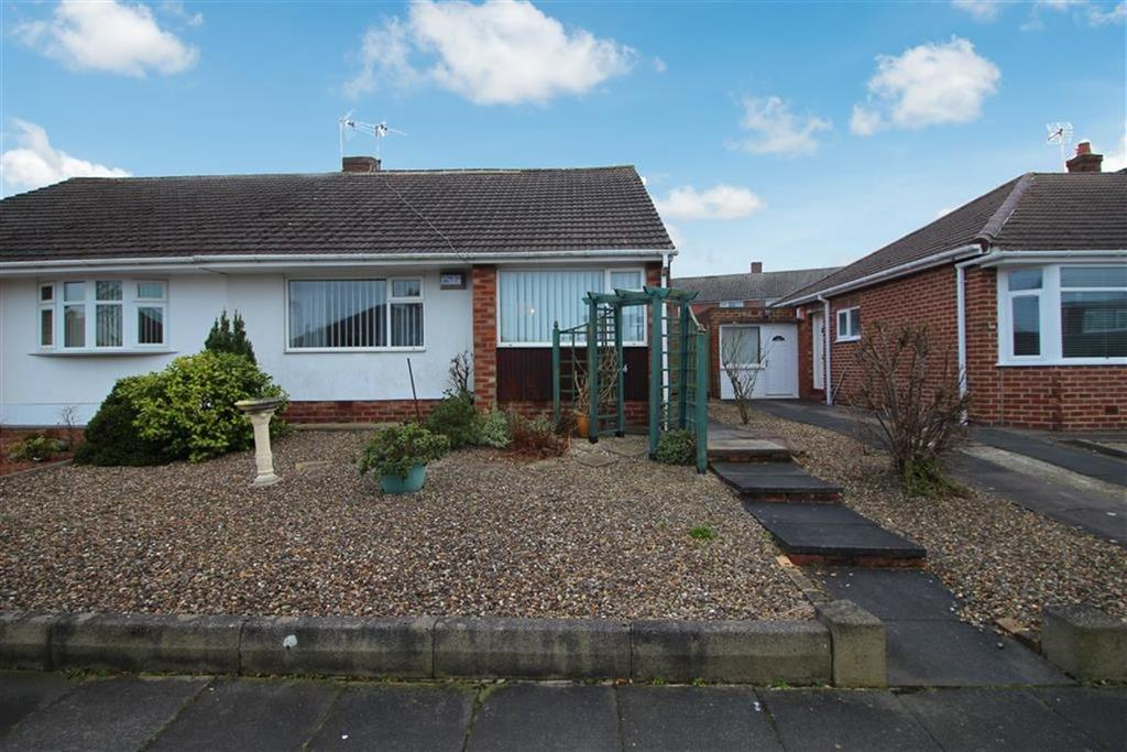 3 Bedrooms Semi Detached Bungalow for sale in Rayleigh Drive, Newcastle Upon Tyne, NE13