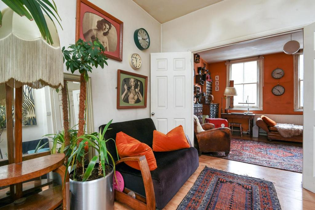 2 Bedrooms Flat for sale in Clapham, London, SW4