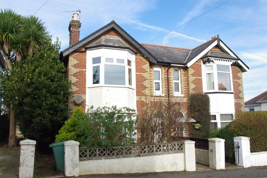 3 Bedrooms Semi Detached House for sale in Hatherton Road, Shanklin PO37