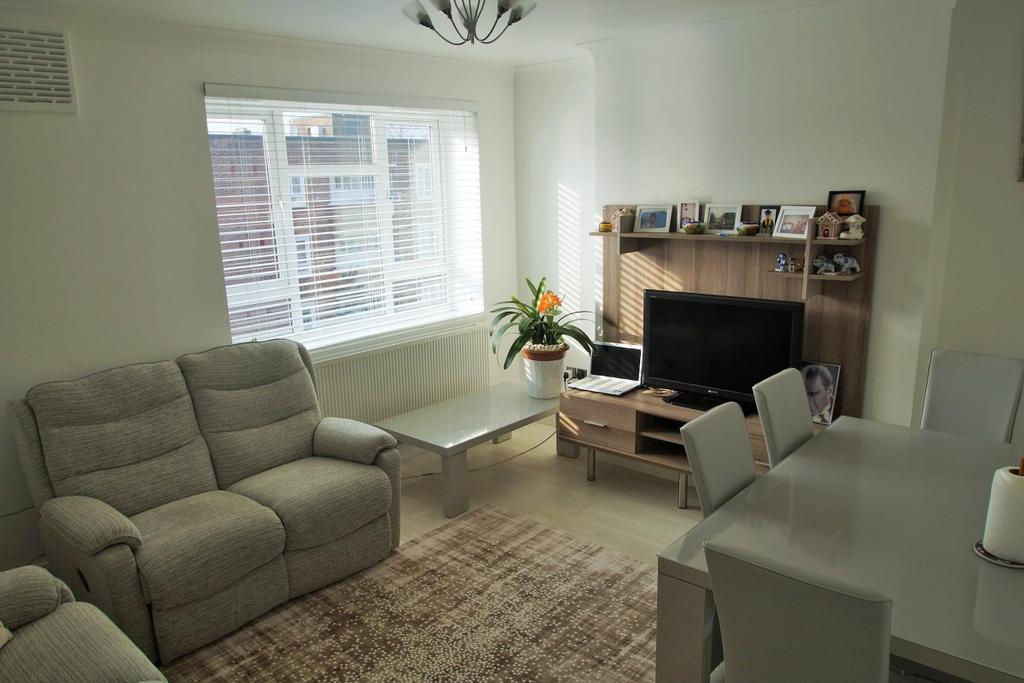 3 Bedrooms Flat for sale in Crouch Hall Court, Holloway