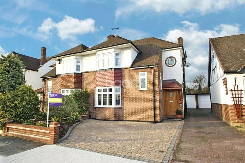 3 Bedrooms Semi Detached House for sale in Brook Road, Gidea Park