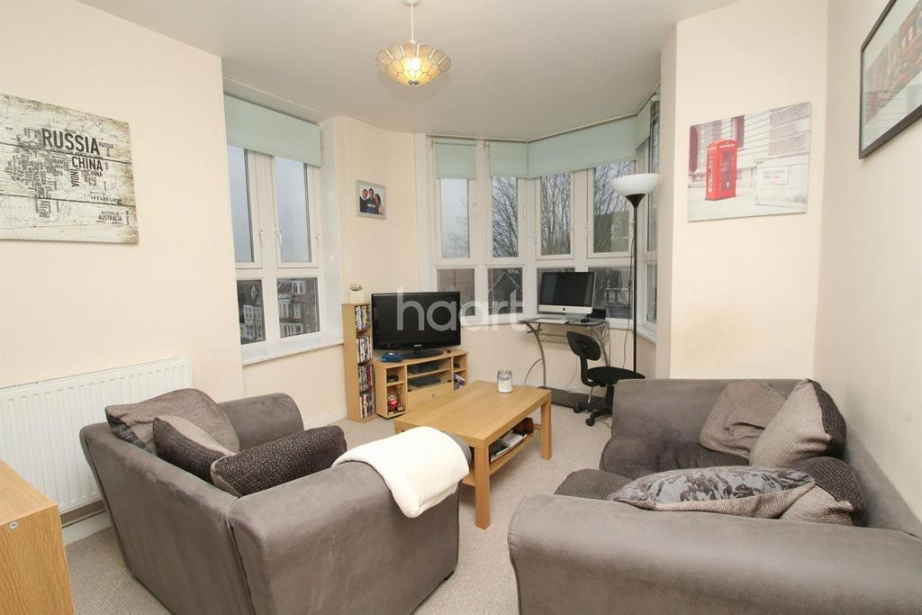 1 Bedroom Flat for sale in Station Road