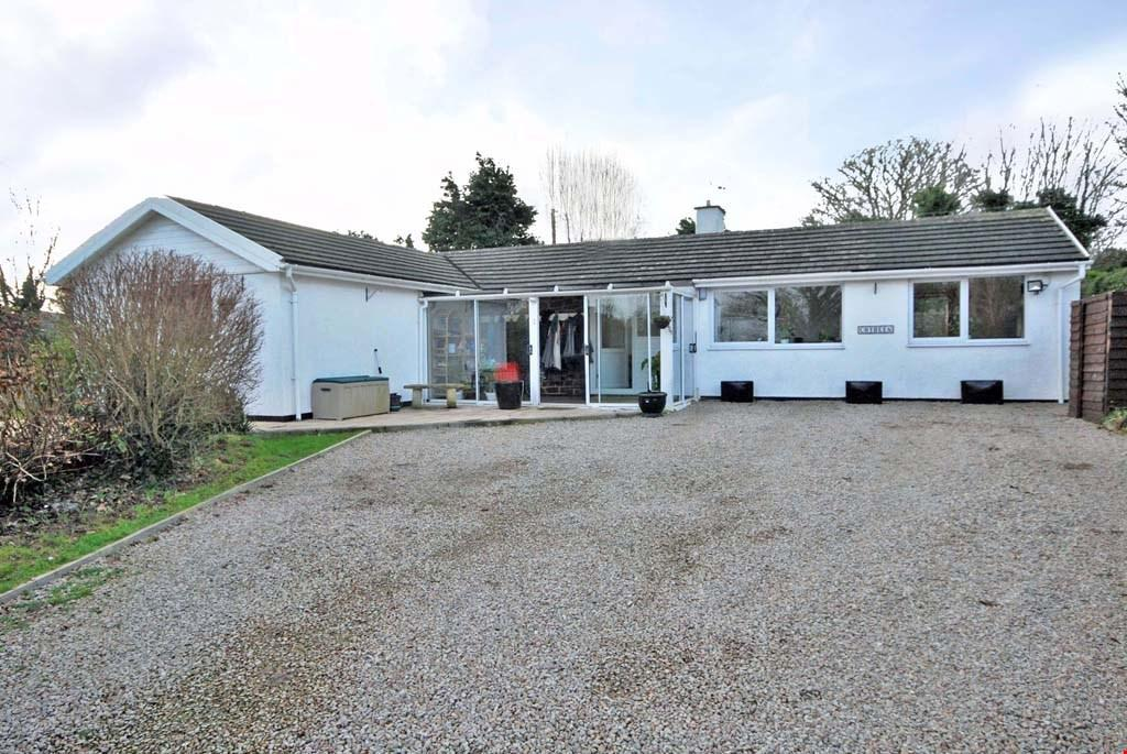 3 Bedrooms Detached Bungalow for sale in St Hilary, Penzance, Cornwall, TR20