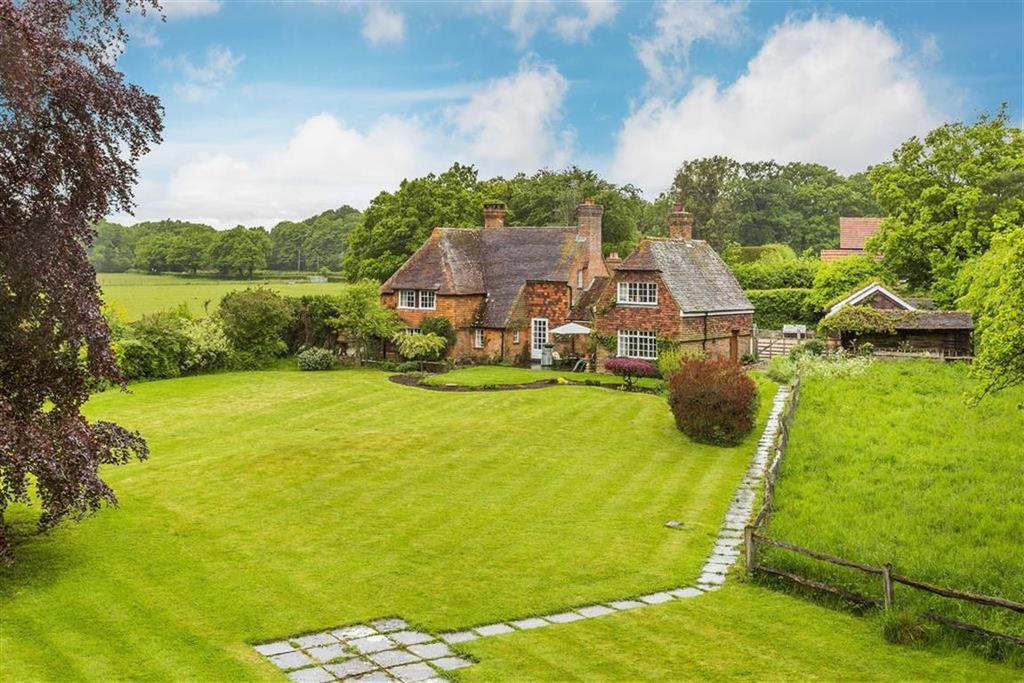 5 Bedrooms Detached House for sale in Rosemary Lane, Alfold, Alfold Cranleigh, Surrey, GU6