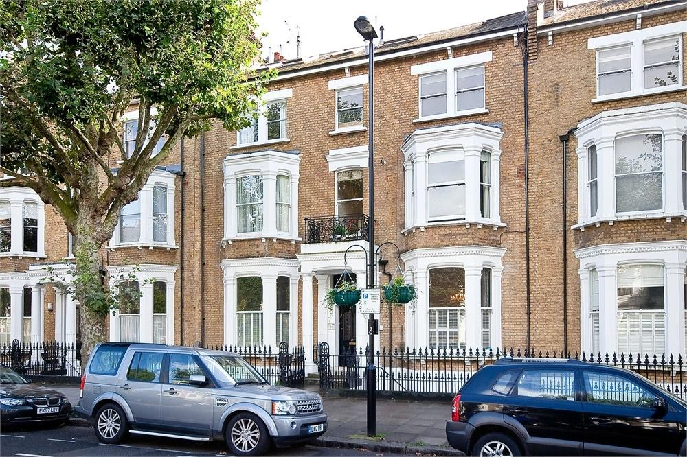 2 Bedrooms Flat for rent in Sutherland Avenue, Little Venice, London
