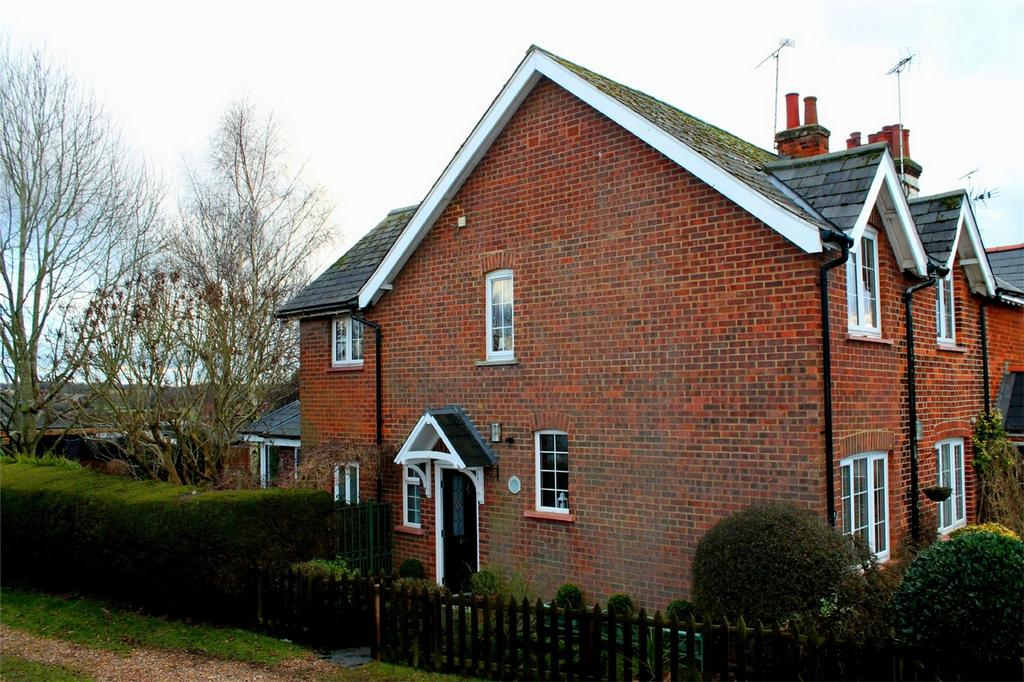 3 Bedrooms Semi Detached House for sale in New Road, Woolmer Green, Hertfordshire