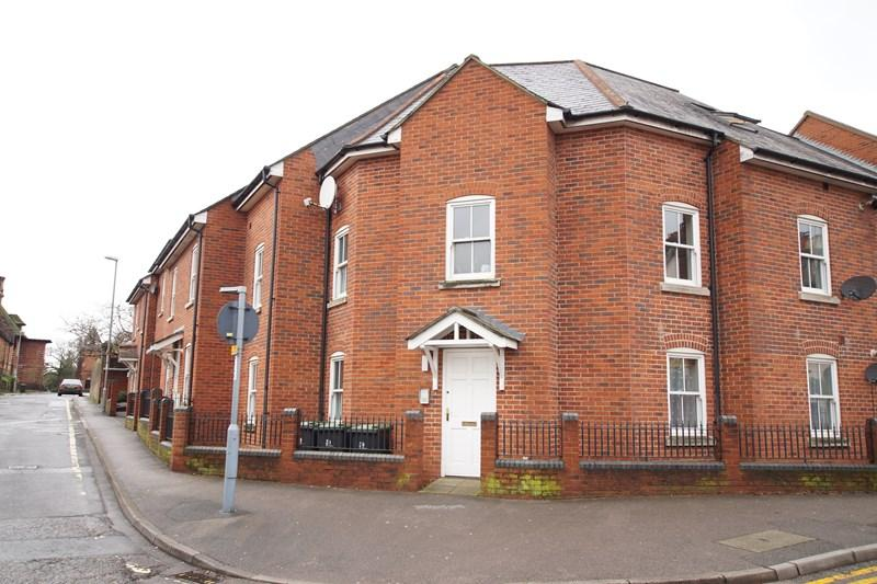2 Bedrooms Flat for sale in The Close, Blandford Forum