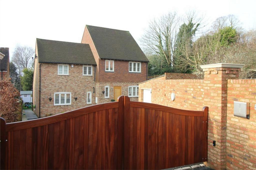 4 Bedrooms Detached House for sale in 43 Lower Lake, BATTLE, East Sussex