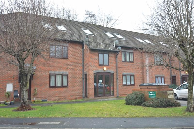 2 Bedrooms Apartment Flat for sale in Heather Drive, Andover