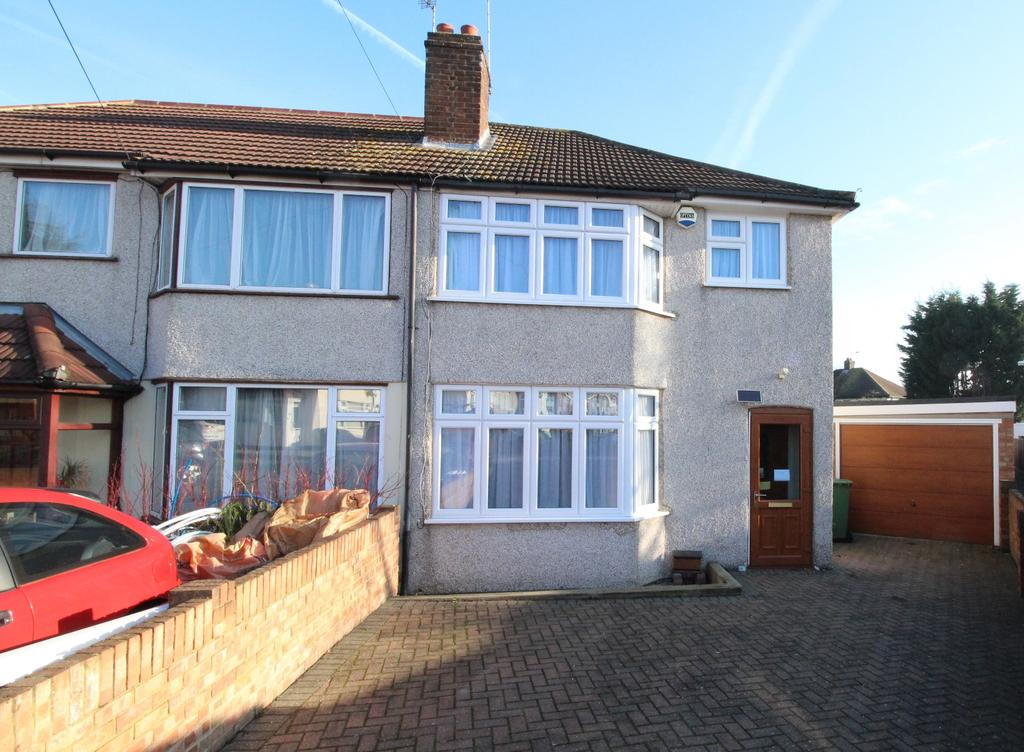 3 Bedrooms Semi Detached House for sale in Monmouth Close Welling DA16