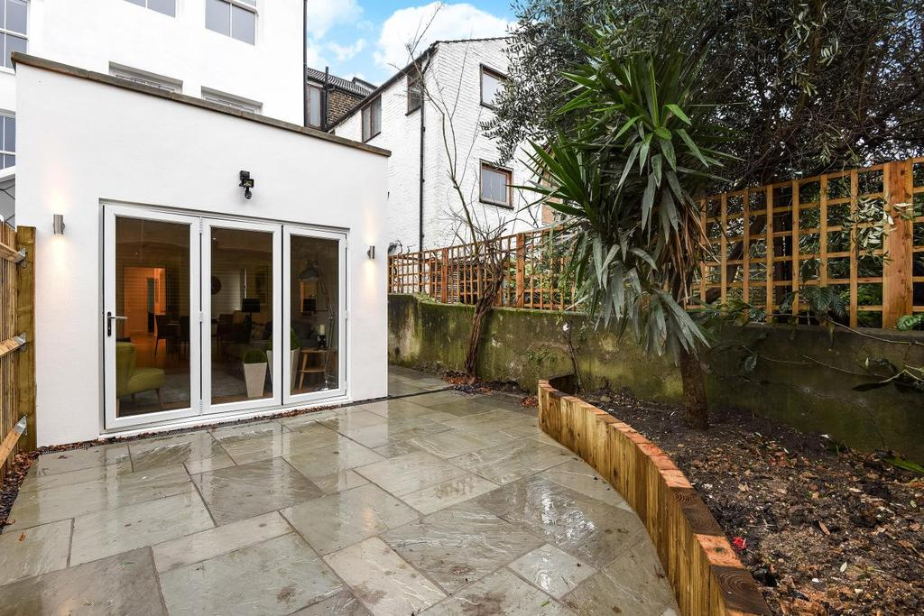 2 Bedrooms Flat for sale in Meadow Road, Vauxhall