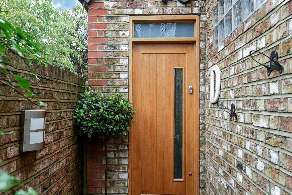 2 Bedrooms Terraced House for sale in Reedham Street, Peckham, SE15