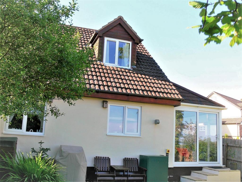 2 Bedrooms Semi Detached House for sale in West Week Close, Week St. Mary