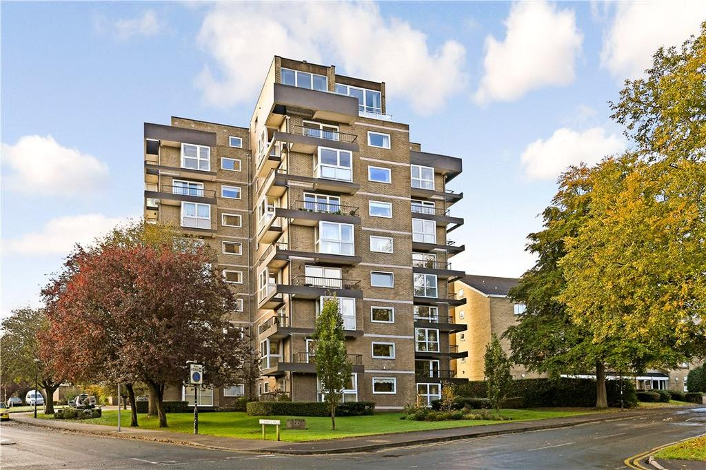 3 Bedrooms Flat for sale in Esplanade Court, 2 St. Marys Walk, Harrogate, North Yorkshire, HG2