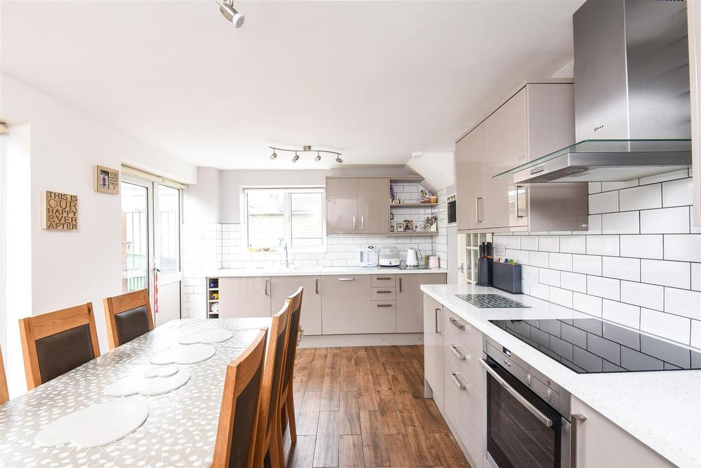 3 Bedrooms Semi Detached House for sale in Combewell, Garsington