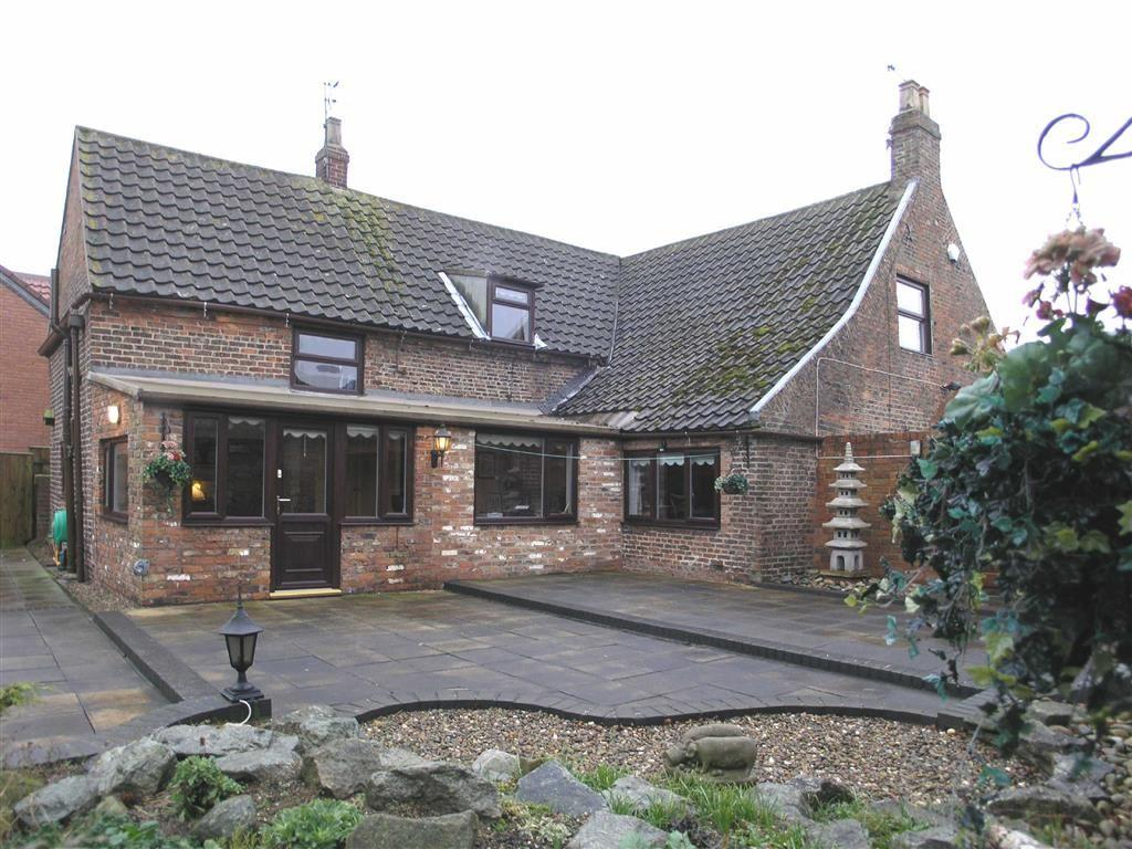 3 Bedrooms Detached House for sale in Pinfold Lane, Burstwick, East Yorkshire