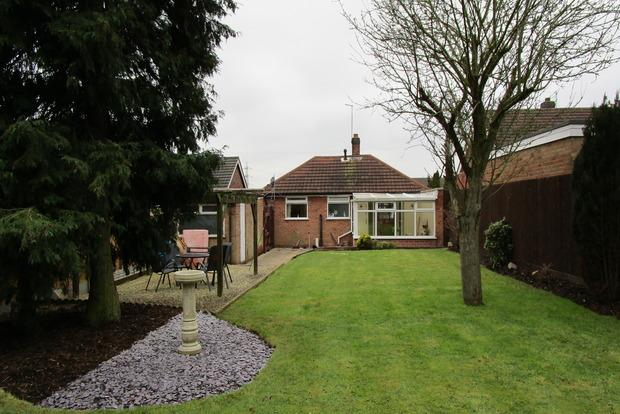 2 Bedrooms Bungalow for sale in Watergate Lane, Leicester, LE3