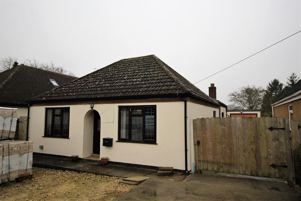 3 Bedrooms Detached Bungalow for sale in St Neots Road, Hardwick
