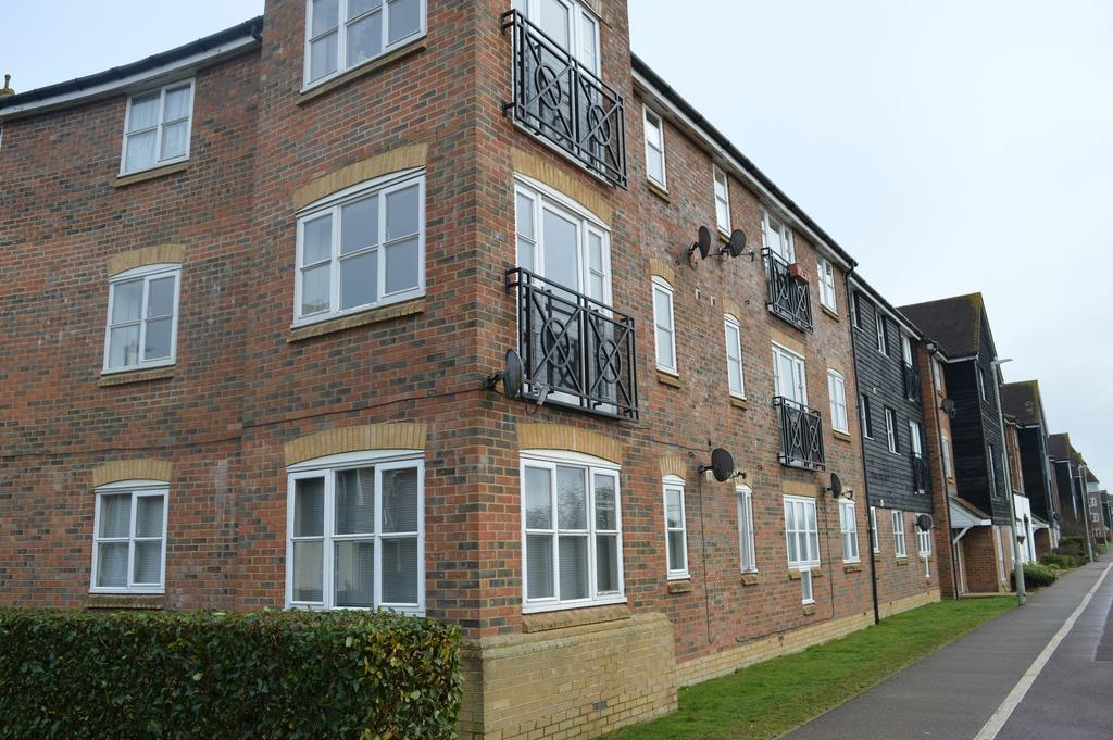 2 Bedrooms Ground Flat for sale in Ashford, TN24