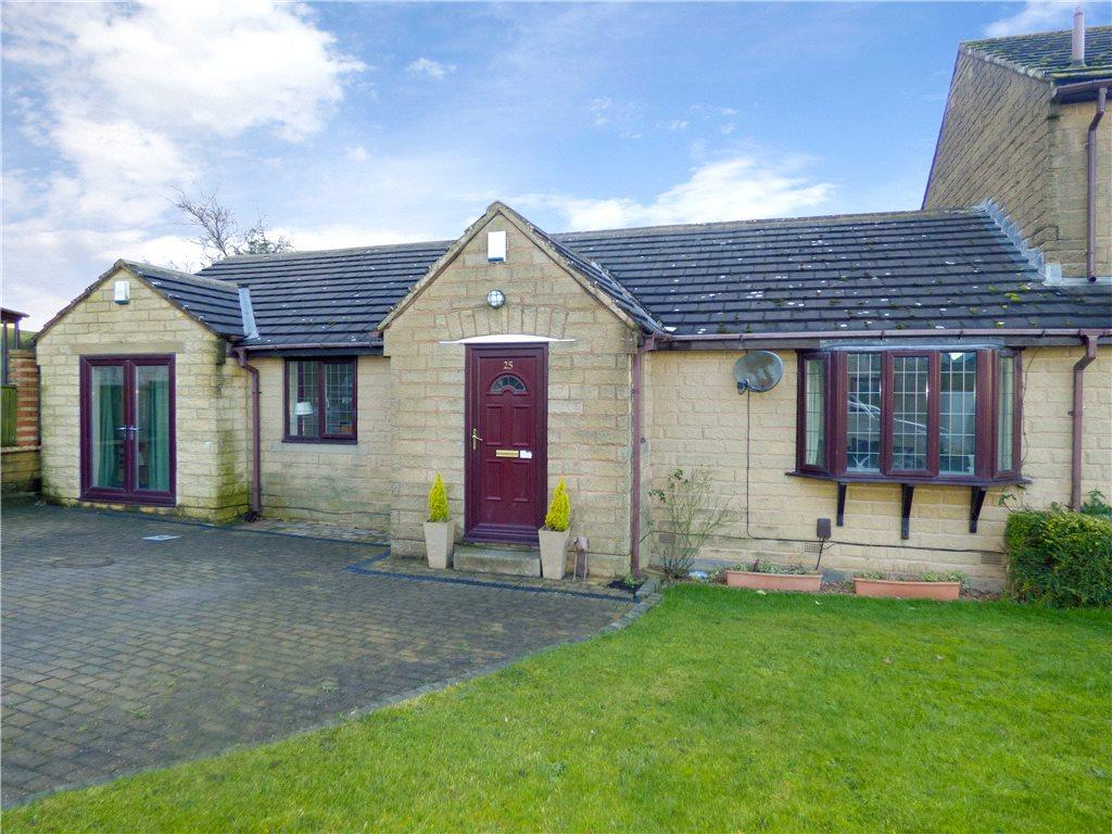4 Bedrooms Semi Detached Bungalow for sale in Heatherlands Avenue, Denholme, Bradford, West Yorkshire