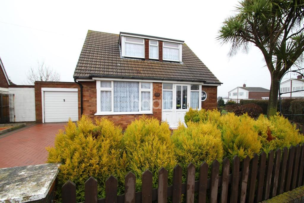 3 Bedrooms Bungalow for sale in Hawthorn Road, Clacton-on-Sea