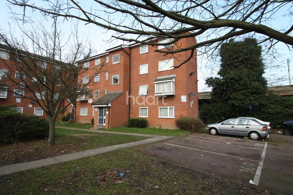 2 Bedrooms Flat for sale in Gurney Close