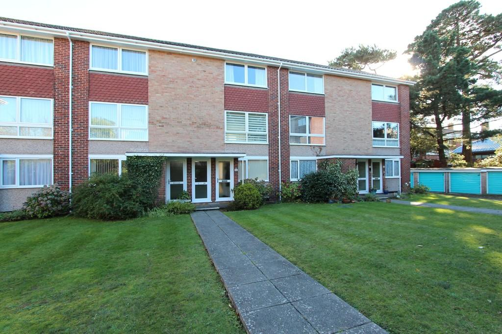 2 Bedrooms Maisonette Flat for sale in HIGHCLIFFE ON SEA