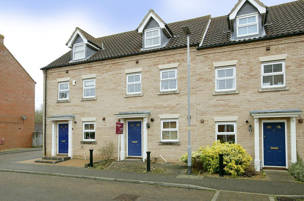 3 Bedrooms Terraced House for sale in Burdock Close, Wymondham