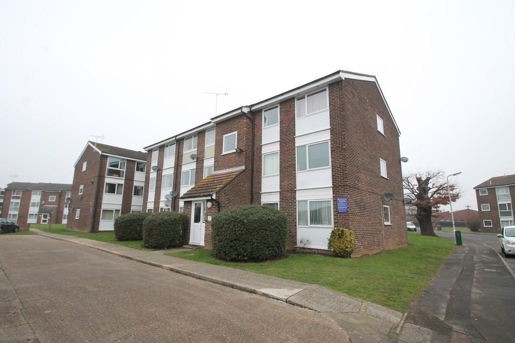 2 Bedrooms Apartment Flat for sale in Lupin Drive, Chelmsford