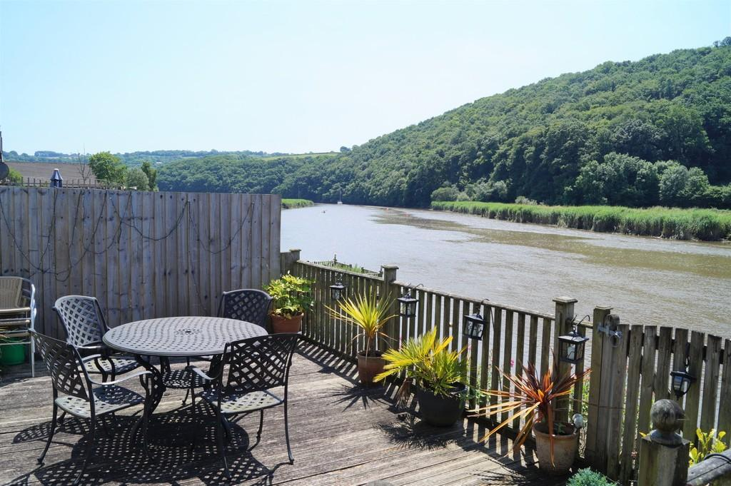 3 Bedrooms Terraced Bungalow for sale in Calstock
