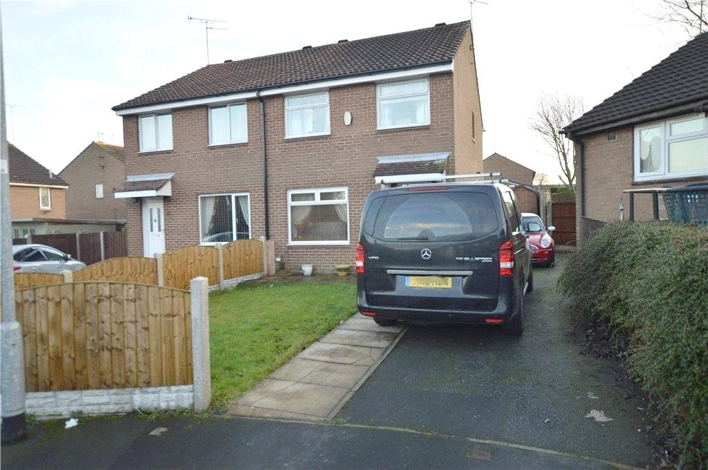 3 Bedrooms Semi Detached House for sale in White Laithe Gardens, Leeds, West Yorkshire