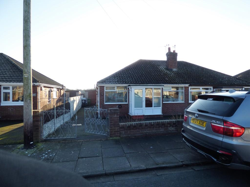 2 Bedrooms Semi Detached Bungalow for sale in Dovedale Avenue, Thornton Cleveleys