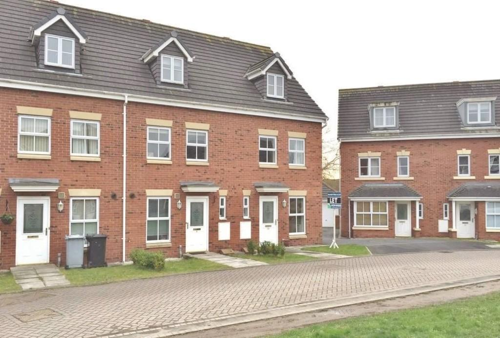 3 Bedrooms Town House