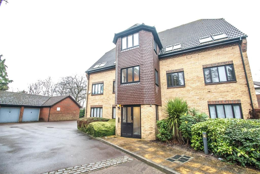 2 Bedrooms Apartment Flat for sale in Argyll Court, Sawyers Hall Lane, Brentwood, Essex, CM15