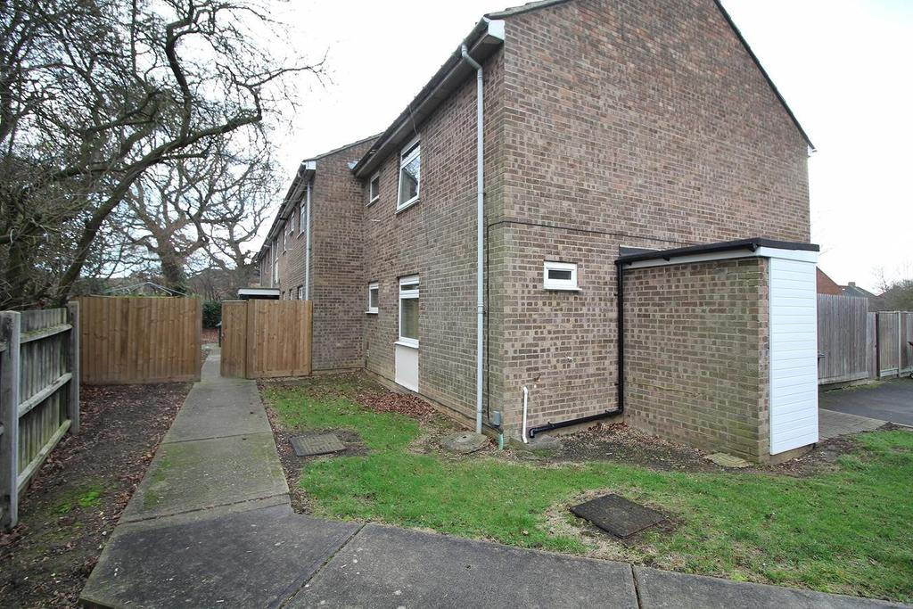 2 Bedrooms Ground Flat for sale in St. Nazaire Road, Chelmsford, Essex, CM1