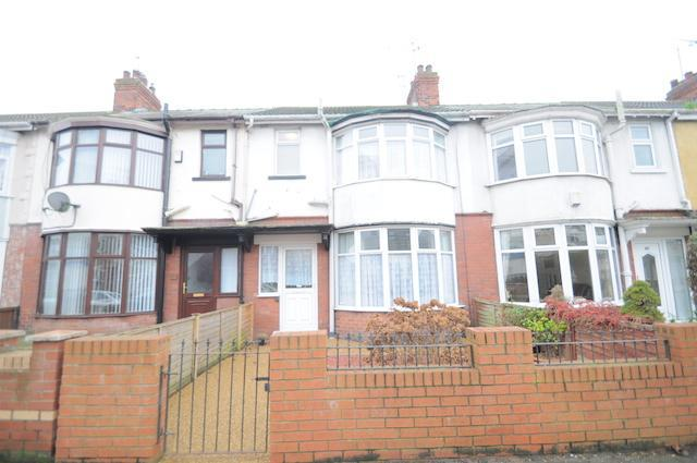 3 Bedrooms Terraced House for sale in Lake Drive, Hull, HU8 9AU