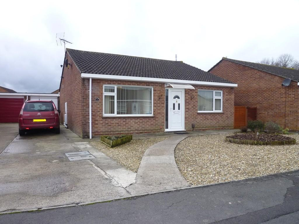 2 Bedrooms Detached Bungalow for sale in Avebury Close, Westbury