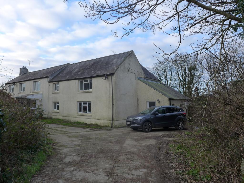 3 Bedrooms Semi Detached House for sale in Lettards Court, Letterston