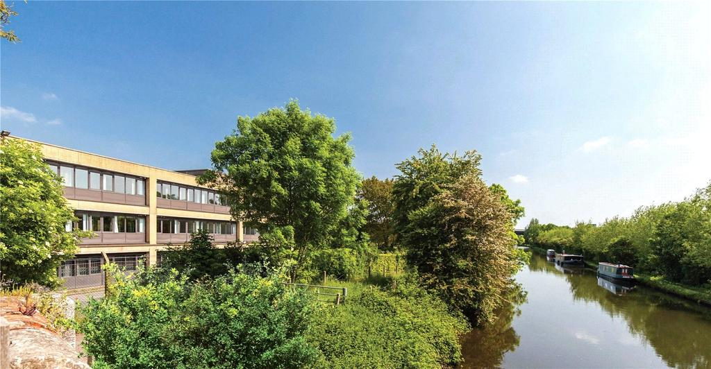 Studio Flat for sale in Pinnacle House, Kings Langley, Hertfordshire, WD4
