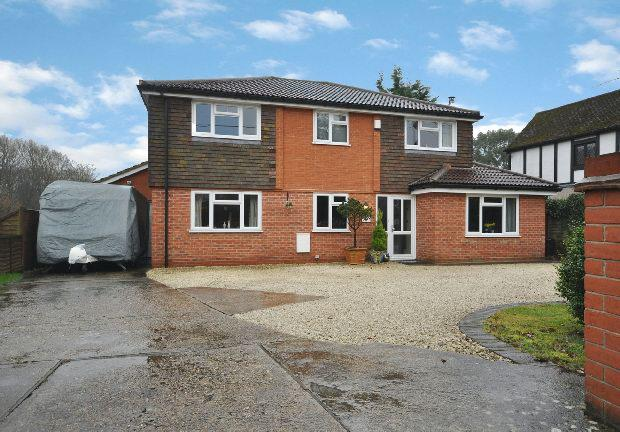 5 Bedrooms Detached House for sale in Colemans Moor Road, Woodley, Reading,